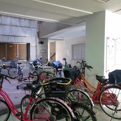 自転車は1階部分にどうぞ。