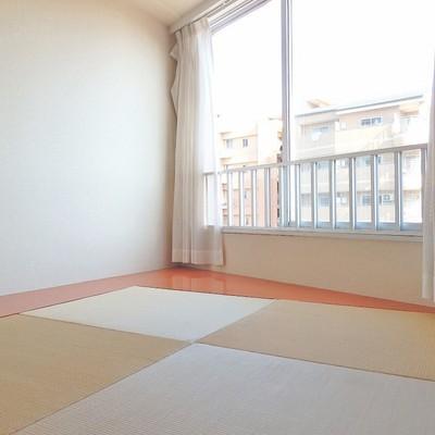 窓際に琉球畳の和室!落ち着く~!