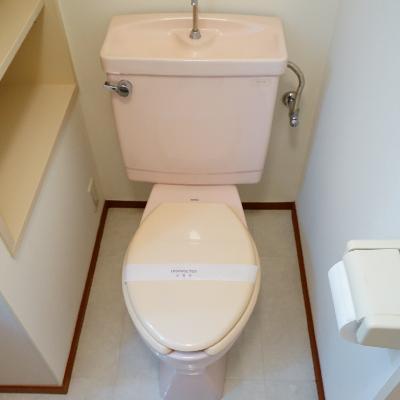 トイレ横に収納が!