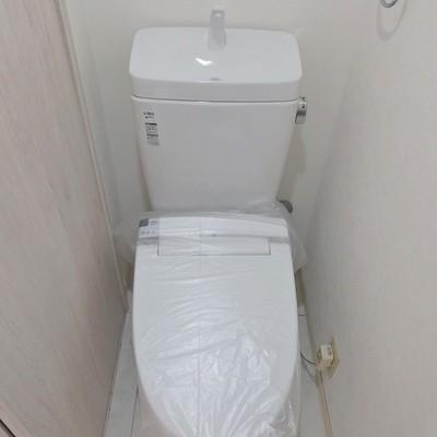 トイレはリモコン式のウォシュレット。