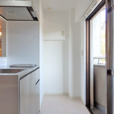 奥には冷蔵庫を。ゆったり使えます!