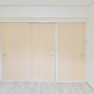 こちらが元和室の洋室。