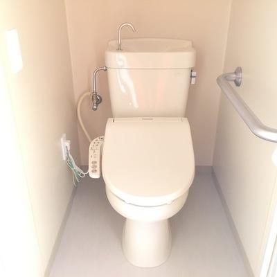 トイレ。ウォシュレット付きです♪