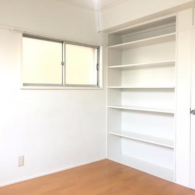4.5帖のお部屋。本棚!沢山置けますね。