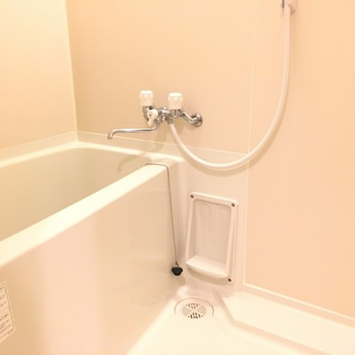 お風呂はシンプル。鏡はありません