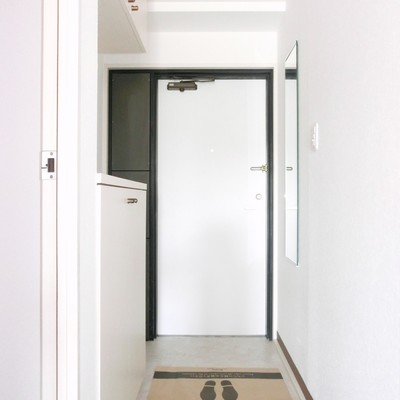 玄関、シンプルです♪