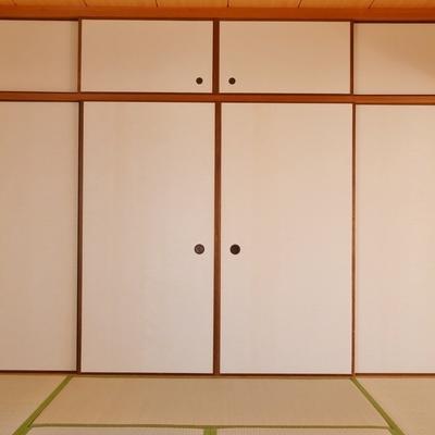 和室の押入れがでででかい。