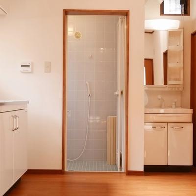 洗面台とお風呂もここにあり