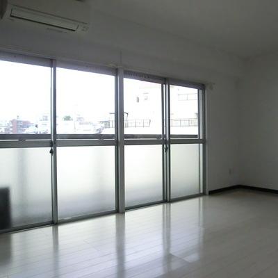 窓×2!!明るい!!