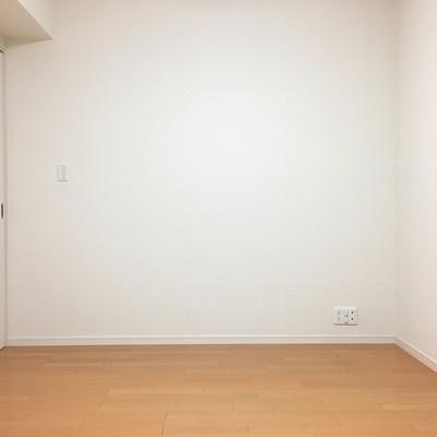 寝室。真っ白空間