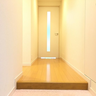 玄関より。明るい廊下。ただいまー!