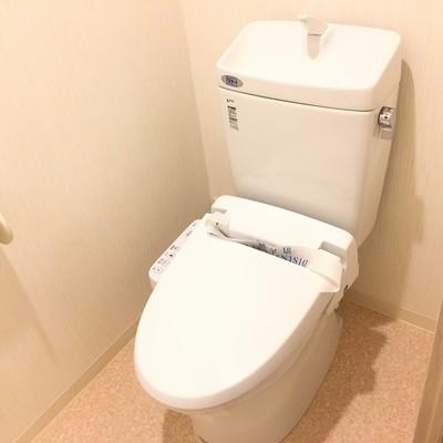 トイレはこんな感じ。ウォシュレット付き!