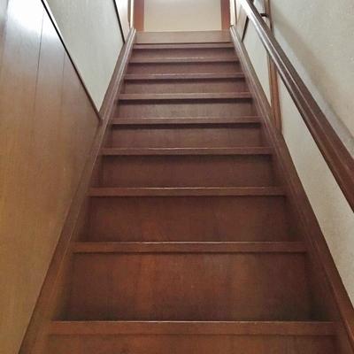2階へ上がってみましょう。けっこう急なので気を付けて。