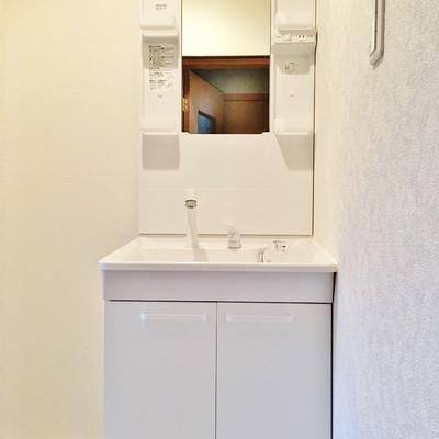 洗面台も新品!シャンプードレッサーです。