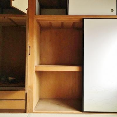 収納も盛りだくさん。1階の和室その1。