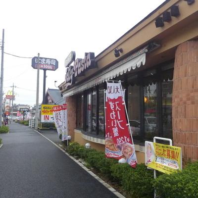 徒歩3分ほどのところに大きな飲食店も!