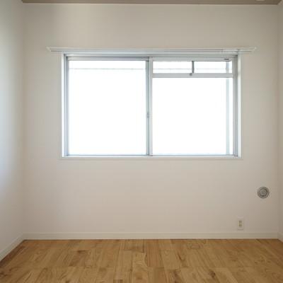 寝室は落ち着いた雰囲気です。