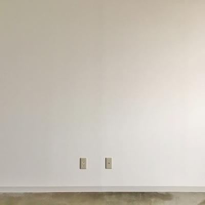 壁は真っ白シンプル。