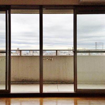 洋室の窓も大きく、明るいです◎