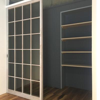 収納もたっぷり。中に棚も付いています