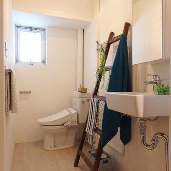 洗面スペース、うまくリニューアルされています。(※写真は2階の同間取り別部屋、モデルルームのものです)