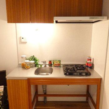 キッチンはざっくりワイルドに。(※写真は2階の同間取り別部屋、モデルルームのものです)