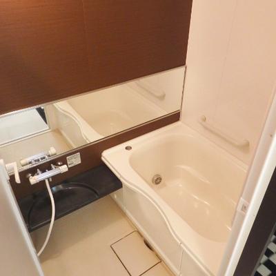 広めのお風呂。もちろん追焚&浴室乾燥付き