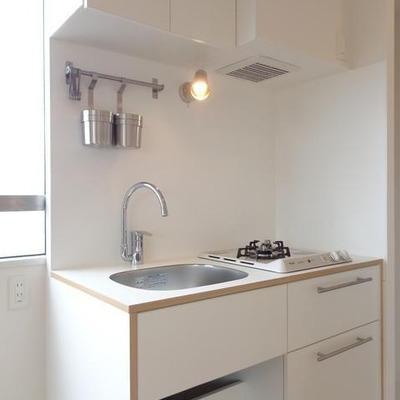 オリジナルのキッチンは2口ガス※写真は別部屋