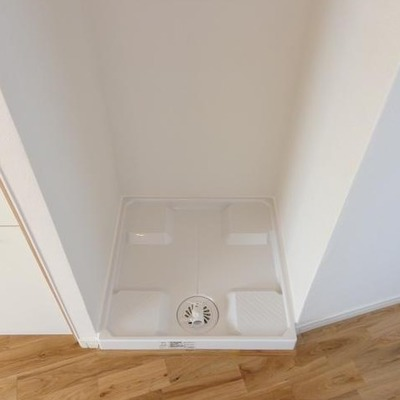 洗濯機置き場はキッチンの隣※写真は別部屋