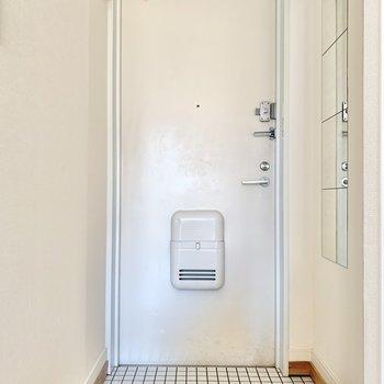 玄関はシンプルなタイル式。