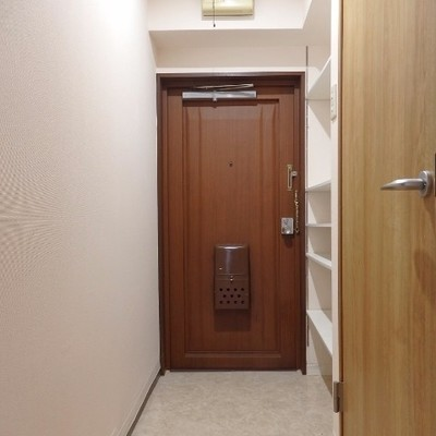 玄関横にオープンシューズボックス