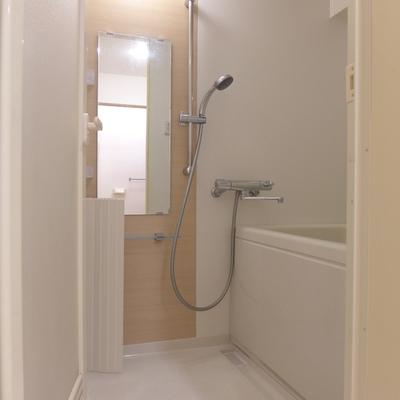 お風呂も清潔感たっぷり!※写真は別部屋です