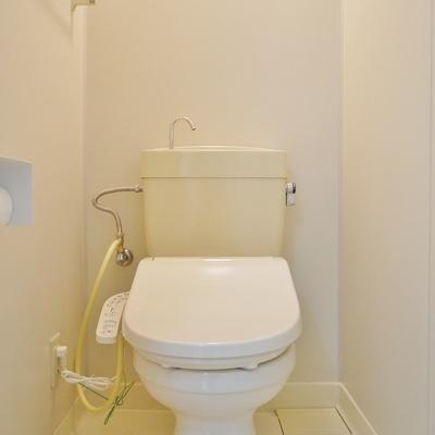 トイレは洗浄便座です!