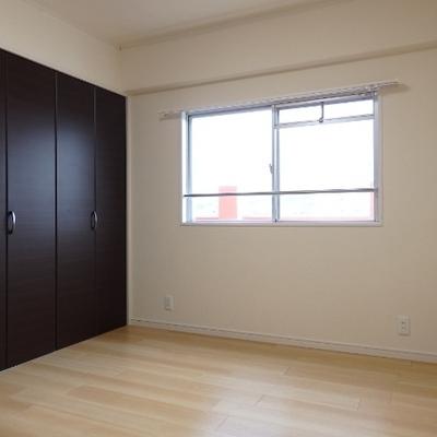 廊下隣の洋室