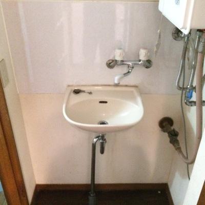 1階の独立洗面台、コンパクト