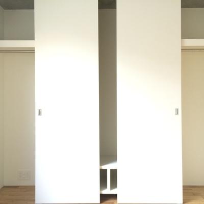 こちらは洋室の収納