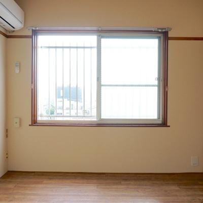 6帖の部屋にはエアコンあり