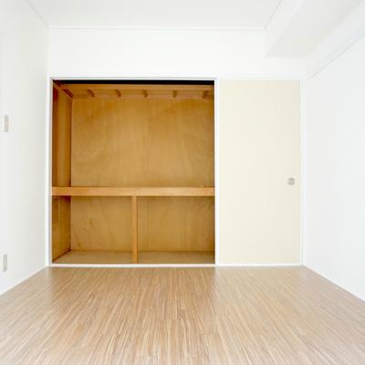 洋室は8畳ほどありそうです