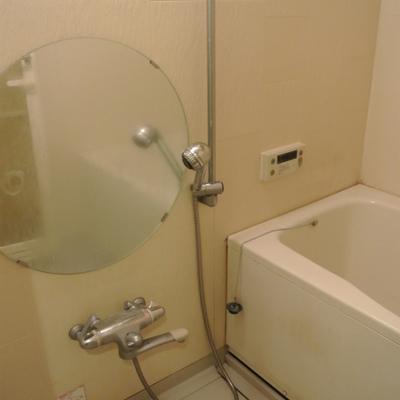 円い鏡のお風呂があります※写真は801号室