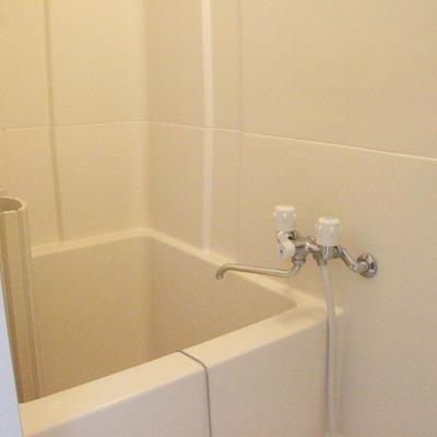 浴室は少々コンパクトですが、室内がすぐに温まるというメリットも