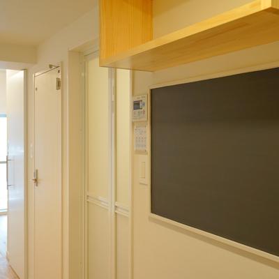 玄関横に黒板が!