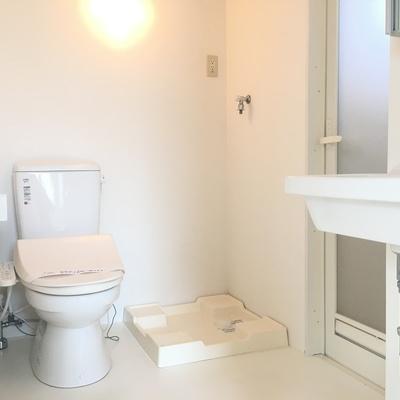 トイレ。洗濯機置き場。