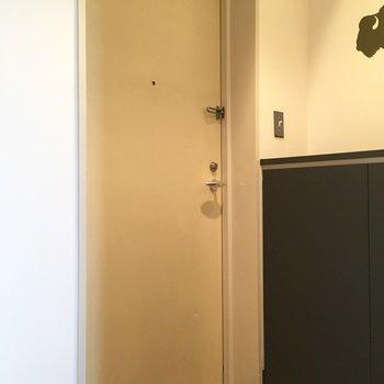 シックな玄関。
