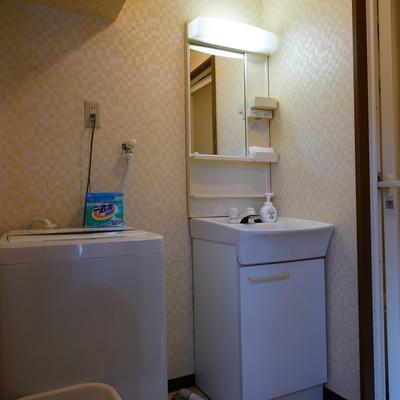 お風呂の前に洗面台と洗濯機◎
