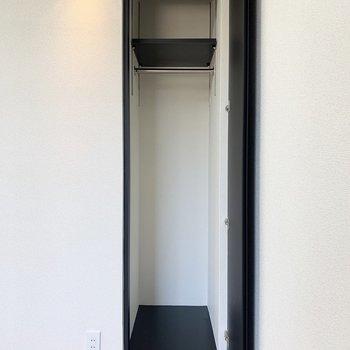 【洋室】ルームウェアなどを入れるのに良いかも。