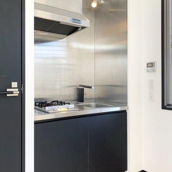 【LDK】コンパクトなキッチン。光っています。