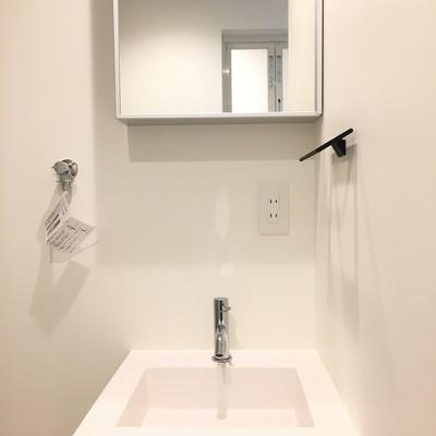 洗面台。シンプルなデザイン※写真は別部屋です