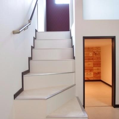 階段下に収納あり。
