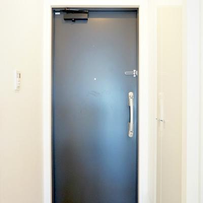 ドアの手前右手にシューズBOXありますよ