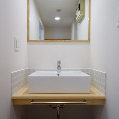 タイルがポイントの洗面台に※写真はイメージ